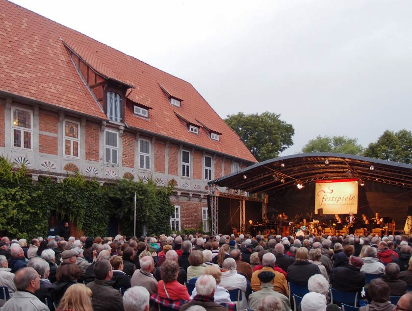 Erleben Sie die Festspiele Mecklenburg-Vorpommern beim Open Air Konzert in Bleckede.