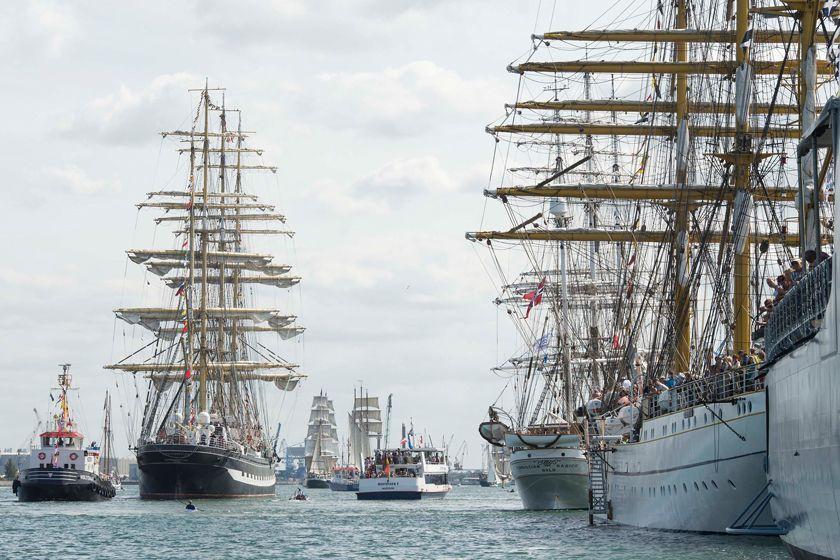 Solche Schiffe sind zur Hanse Sail reichlich in Rostock und Warnemünde vertreten.