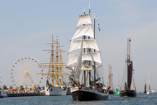 Die Hanse Sail zieht nicht nur, wie hier, viele Schiffe, sondern auch viele Besucher nach Rostock und Warnemünde.