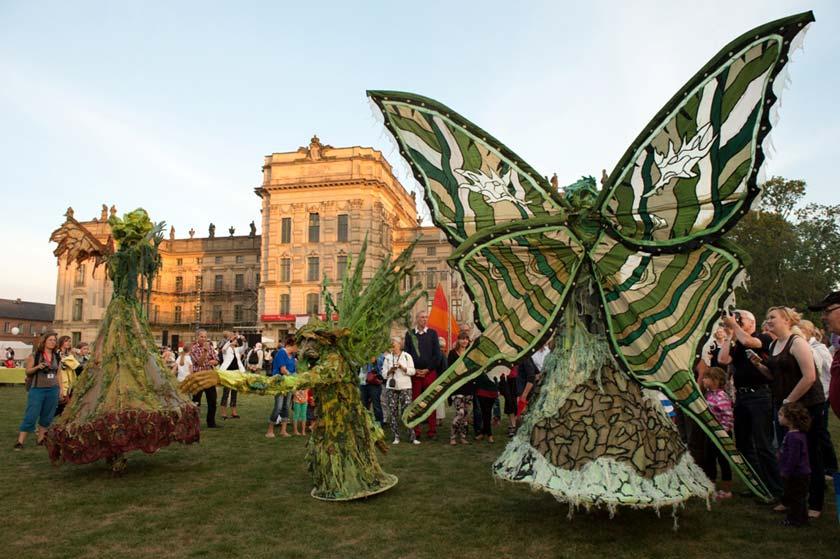 Fantasiewesen beim kleinen Fest im Großen Park in Ludwigslust.