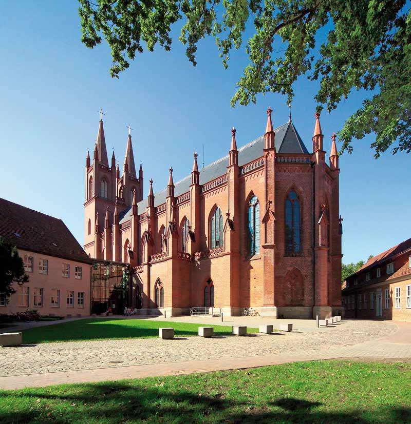 Die Klosteranlage Dobbertin lädt im Rahmen der Kirchen-Kucker- Touren zum Besuch ein, Foto: René Legrand/TMV