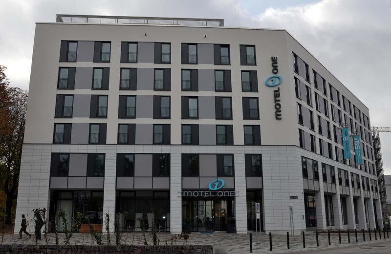 Maritim und stadtnah: das neue Motel One in Rostock, Foto: Mathias Christmann/TMV
