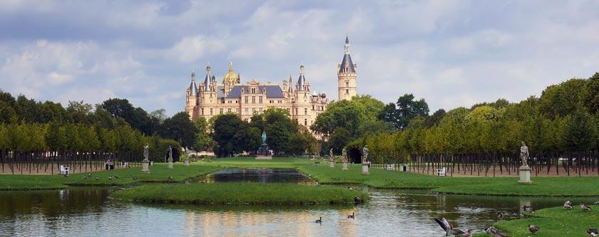 Das Schweriner Schloss ist bei Urlaubern in Mecklenburg-Schwerin eines der beliebtesten Ausflugsziele.