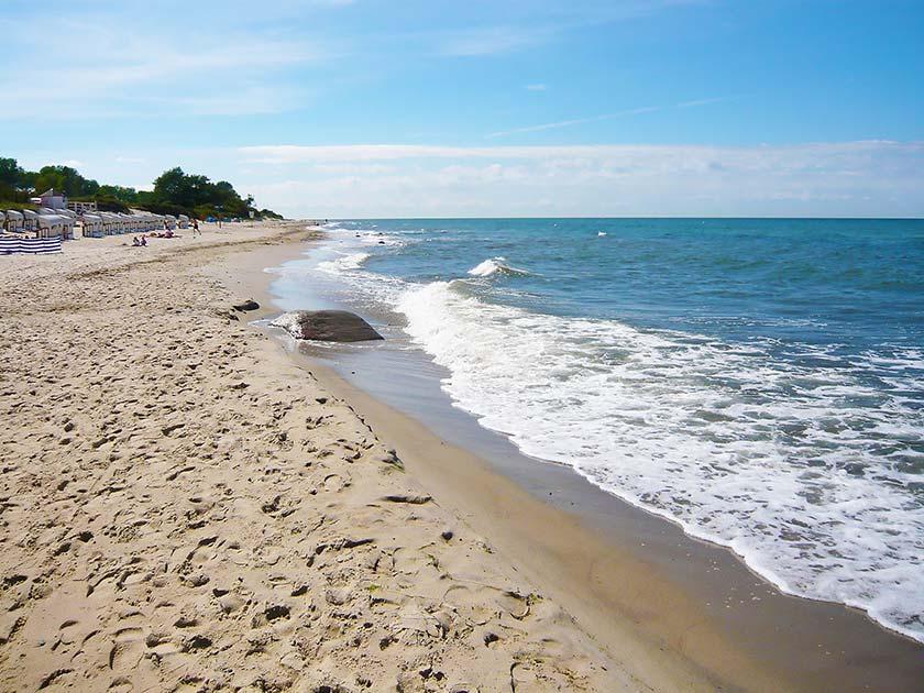 Der Strand im Ostseebad Kühlungsborn wird zum Küstenschutz ab April 2014 aufgespült.