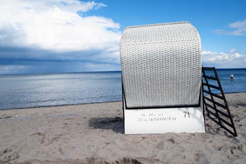 Die Strandaufspülung im Ostseebad Boltenhagen hat begonnen.