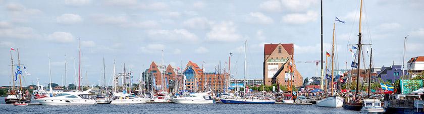 Während des Urlaubs in der Hansestadt Rostock sollten Sie auch den Stadthafen besuchen.