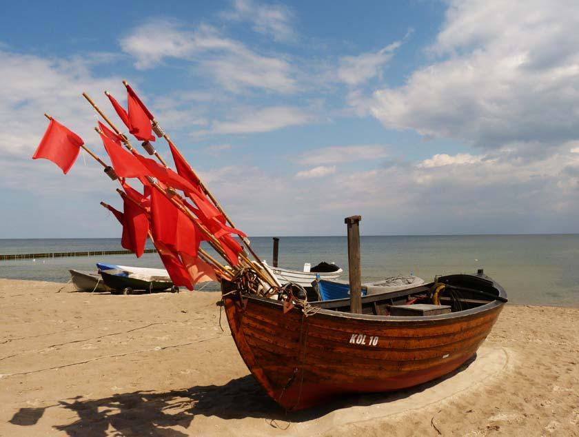 Im Urlaub auf Usedom können Sie nicht nur die letzten Fischerboote am Strand begutachten, sondern auch viel erleben und entspannen.
