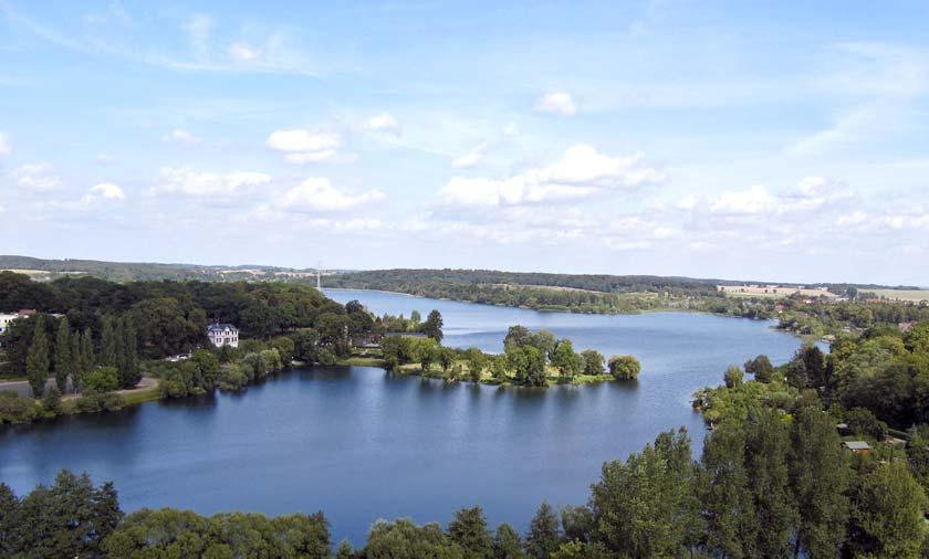 Genießen Sie die Blicke auf die vielen Seen beim Urlaub in der Mecklenburgischen Seenplatte.