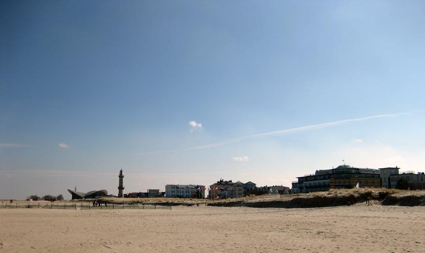 Im Urlaub an der Ostseeküste von Mecklenburg-Vorpommern den Strand und die Sonne genießen.
