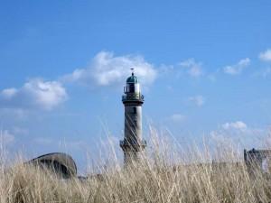 Der Leuchtturm im Ostseebad Warnemünde zählt zu den schönsten Sehenswürdigkeiten in Rostock.